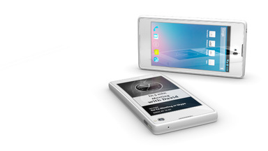 Dual Screen YotaPhone Features LCD and E Ink Display