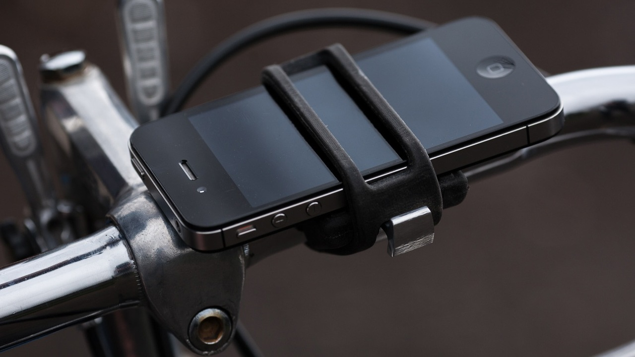 Securely Attach any Smartphone to a Bike with Handleband