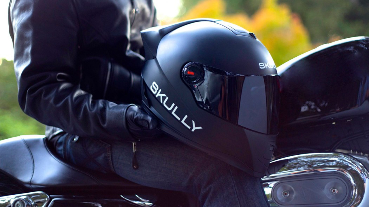 Skully P1 Motorcycle Helmet Features HUD with Rear View Camera
