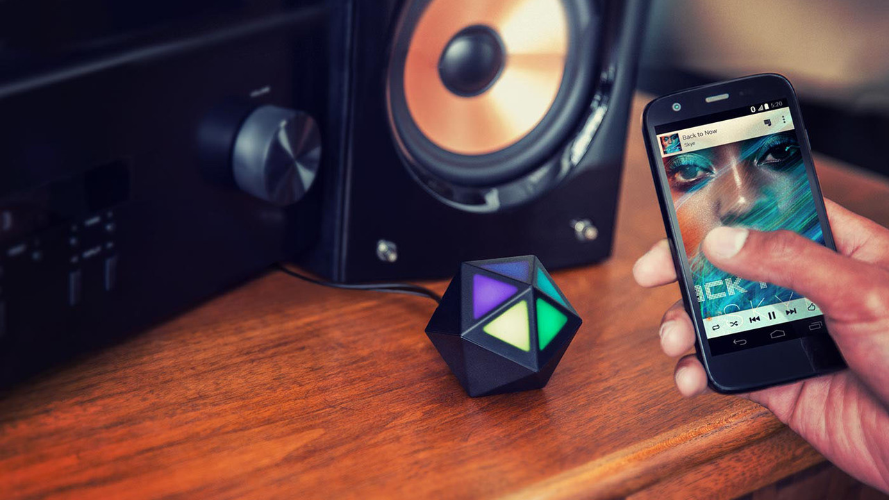 Make Your Music Wireless and Social with Moto Stream