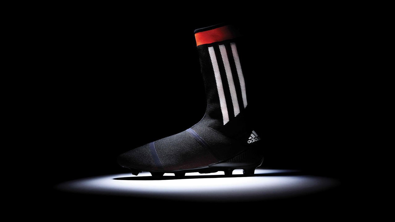 classic fit 624ec 4fc1f Adidas Primeknit FS  World s First all-in-one Knitted Football Boot and Sock
