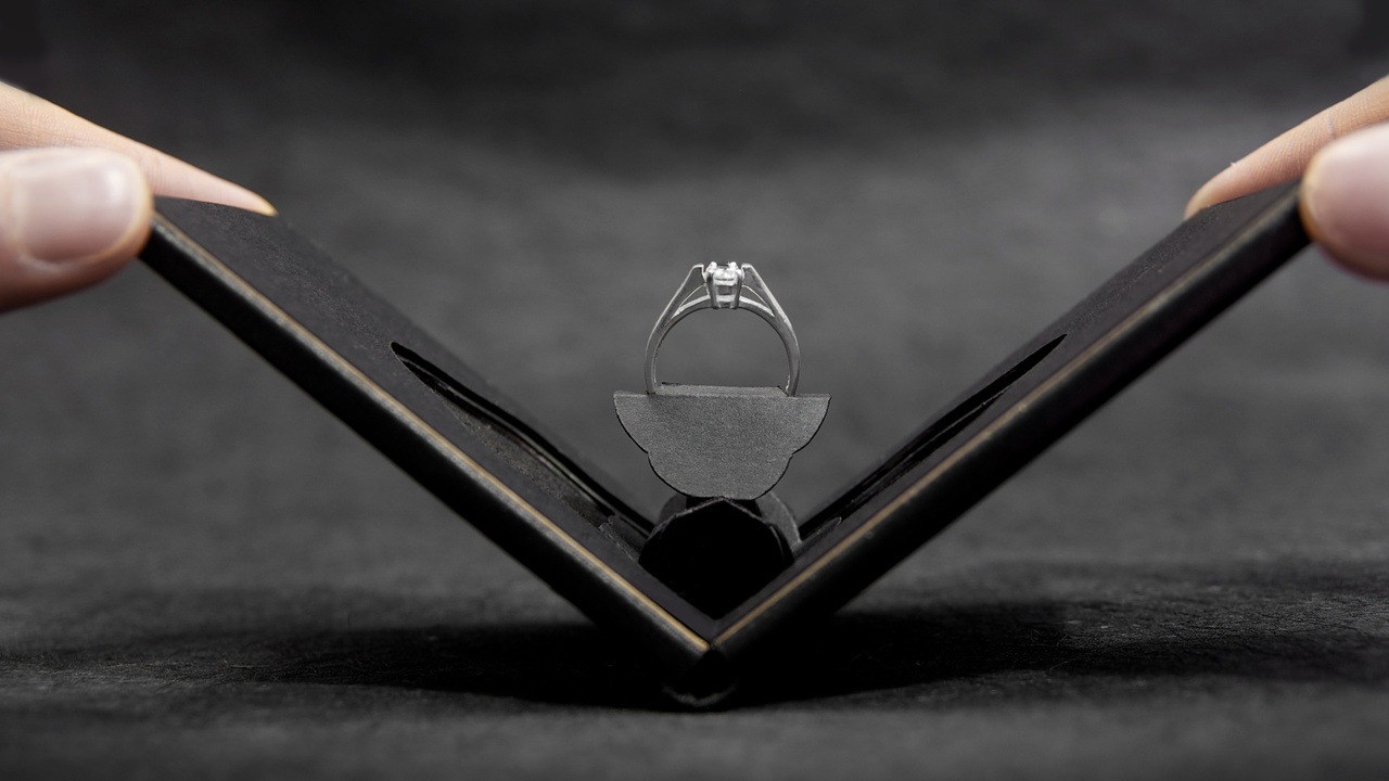 Clifton Flat Engagement Ring Case
