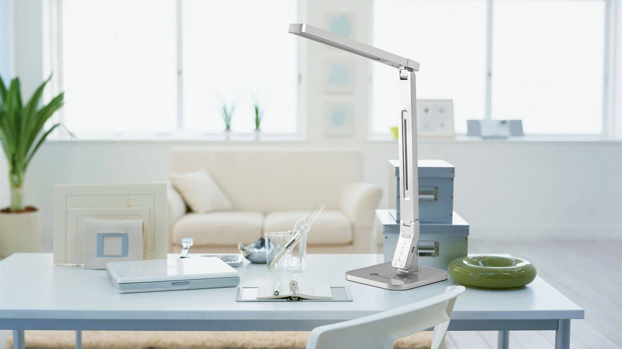TaoTronics TT-DL07 Dimmable LED Desk Lamp With USB Charging Port