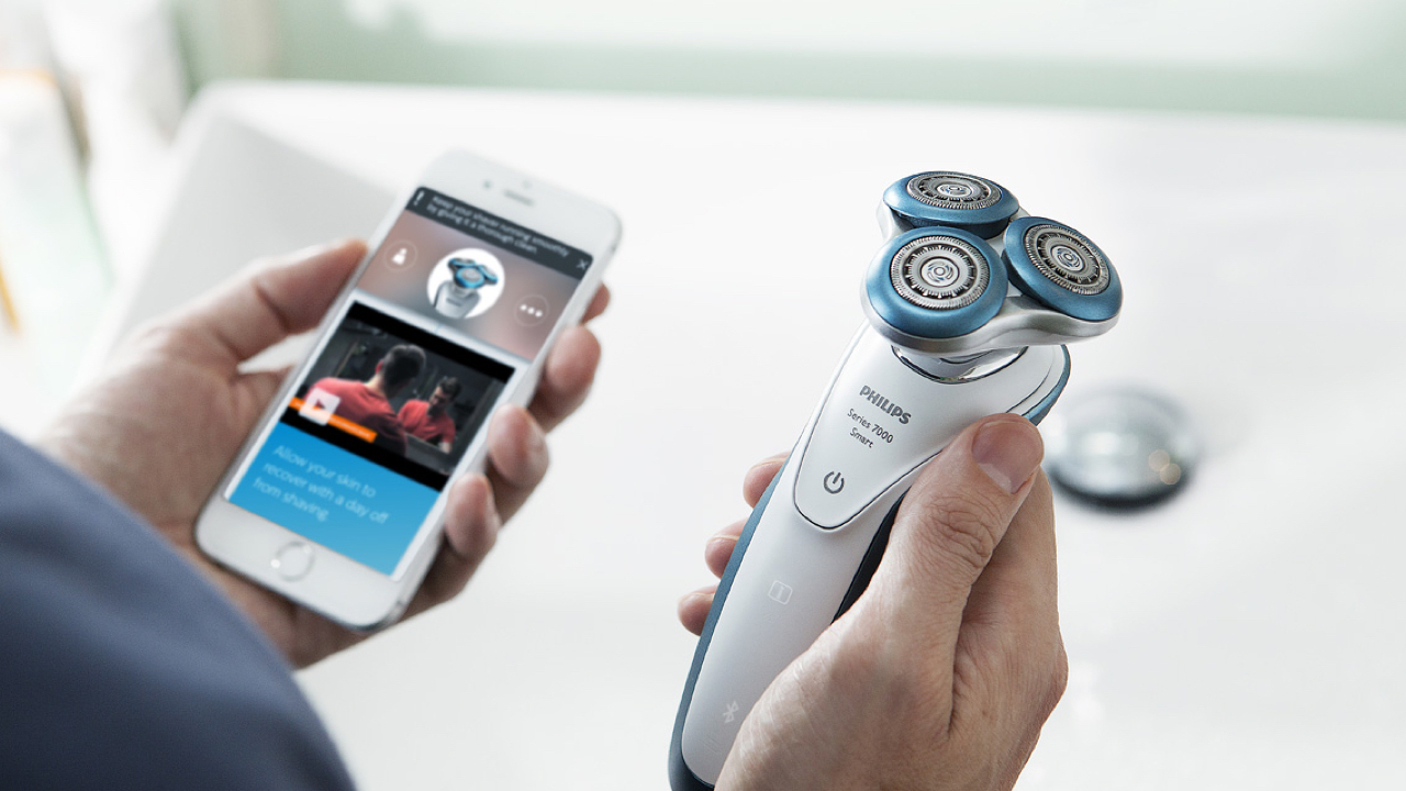 Philips iPhone Compatible Smart Shaver Series 7000